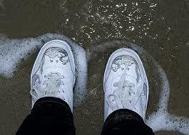 Як доглядати за білими кросівками  3f2b9f50efe94