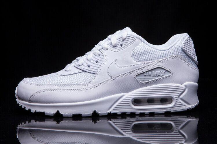 Кроссовки Nike Air Max 90 Essential
